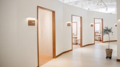 버츄어라이브, 쇼룸 형태 국내 최초 언택트 공유미용실 '세븐스 일산점' 오픈