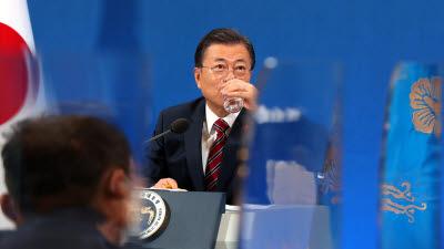 청와대, 문 대통령 신년 기자회견 후폭풍에 '보충 설명'