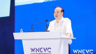 中 CATL, 세계 전기차 배터리 시장 4년째 1위…LG에너지솔루션, 맹추격