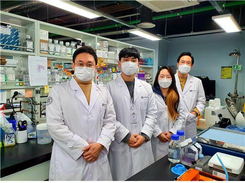 왼쪽부터 주재열 선임연구원, 김성현, 양수민, 임기환 연구원.