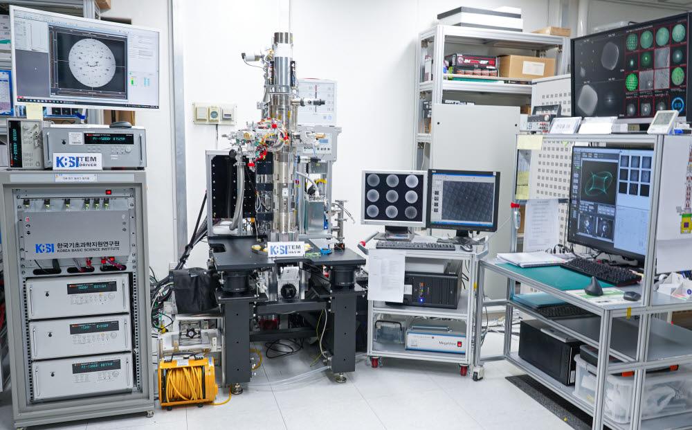 KBSI가 개발한 텅스텐 필라멘트 투과전자현미경