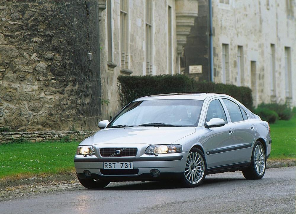 2000년 출시된 볼보 S60 1세대 모델.