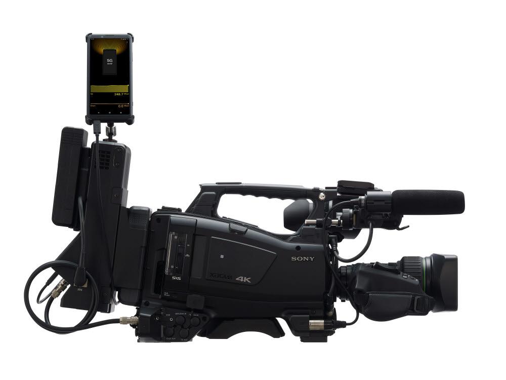 소니 엑스페리아 프로 5G. 전문 영상 촬영 장비에 연결해 4K 영상을 5G 네트워크로 실시간 스트리밍할 수 있다.