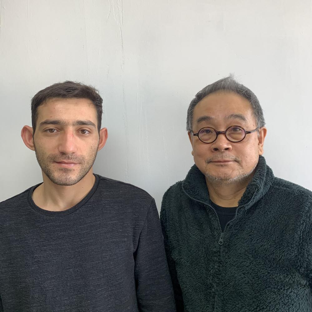이기진 서강대 물리학과 교수(오른쪽)고 아르메니아공화국 출신 지라이르(Zhirayr) 연구원.