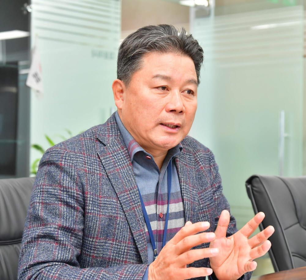 """[오늘의CEO] 정종택 카네비컴 대표 """"2023년 車 라이다 양산…미래차 공략"""""""