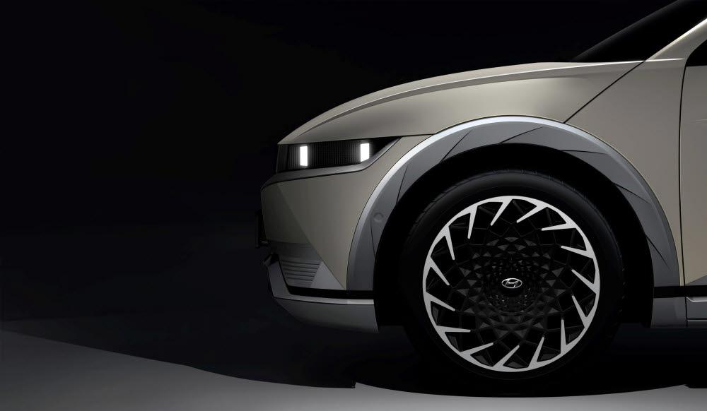 현대차가 지난달 공개한 아이오닉5 티저 이미지.