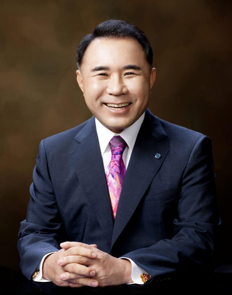 윤홍근 제너시스 비비큐 회장
