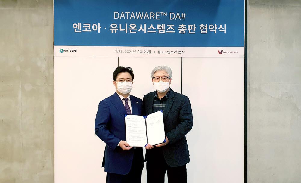 이화식 엔코아 대표(오른쪽)와 홍민석 유니온시스템즈 대표가 협약식 후 기념촬영했다. 엔코아 제공