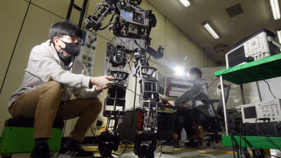 '더욱 인간답게' 휴머노이드 로봇 개발 한창
