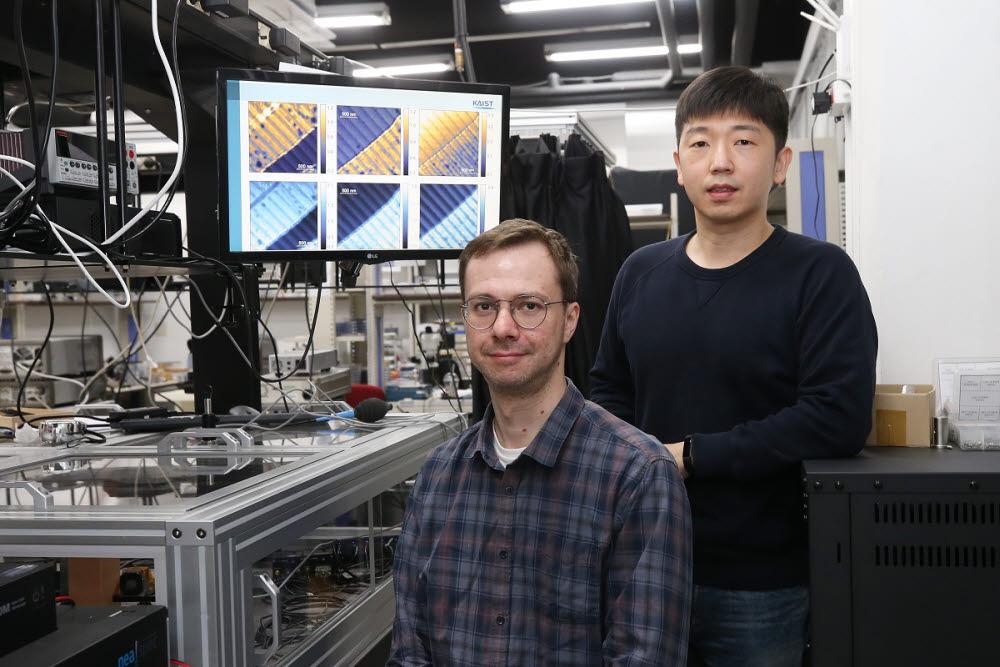 성과를 낸 KAIST 연구진. 장민석 교수(사진 오른쪽)와 세르게이 박사