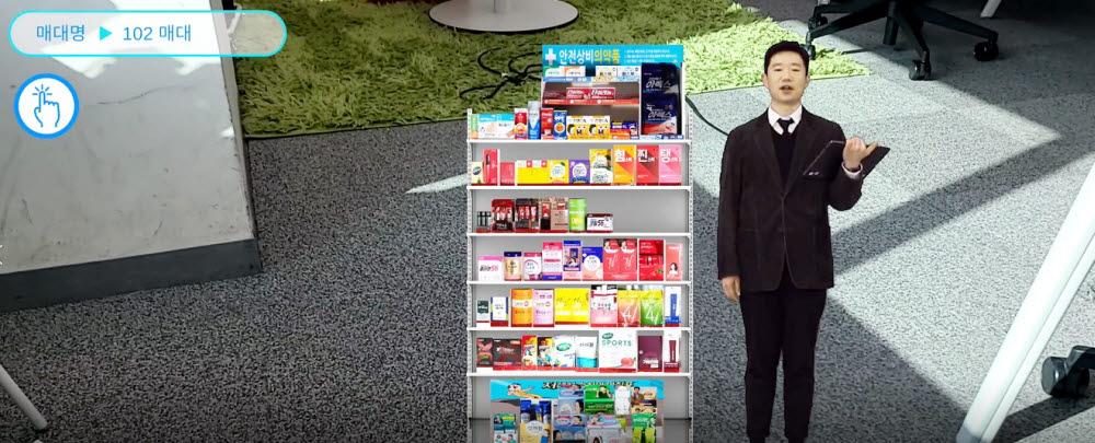 GS25 e룸 앱 내에서 카테고리 MD가 진열방법과 상품을 설명하는 모습