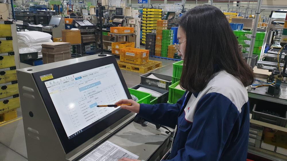 와이퍼시스템 제조사 케이비와이퍼시스템이 MES시스템을 구축, 종이없는 생산현장을 실현했다.