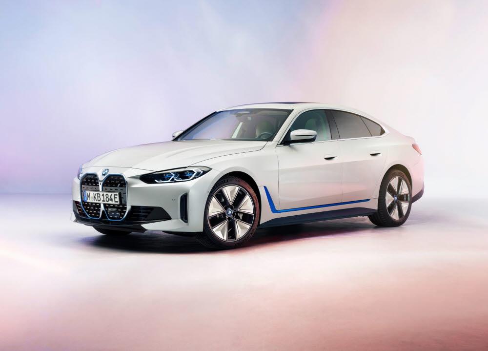 BMW가 연내 선보일 새로운 전기차 i4. I4는 삼성SDI의 각형 배터리를 탑재했다.