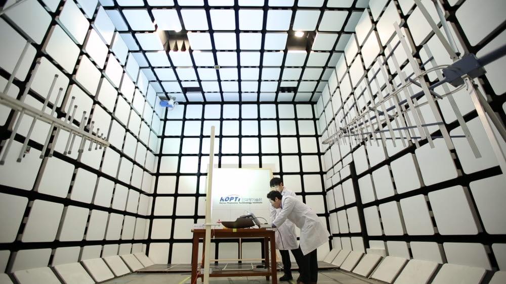 한국광기술원은 중소·중견기업이 확보하기 어려운 시험·계측·인증·신뢰성 평가 장비 700여점을 구축하고 국내 최대 규모인 115개 실험실과 우수 연구시설을 갖추고 있다.