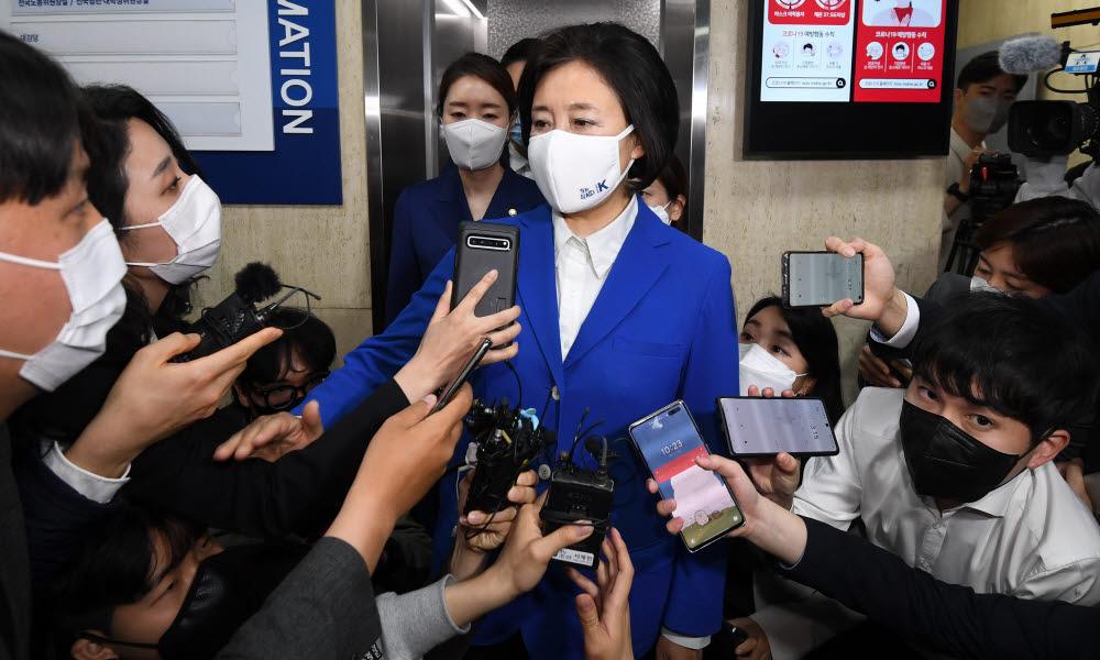 박영선 후보가 입장을 밝히고 있다.