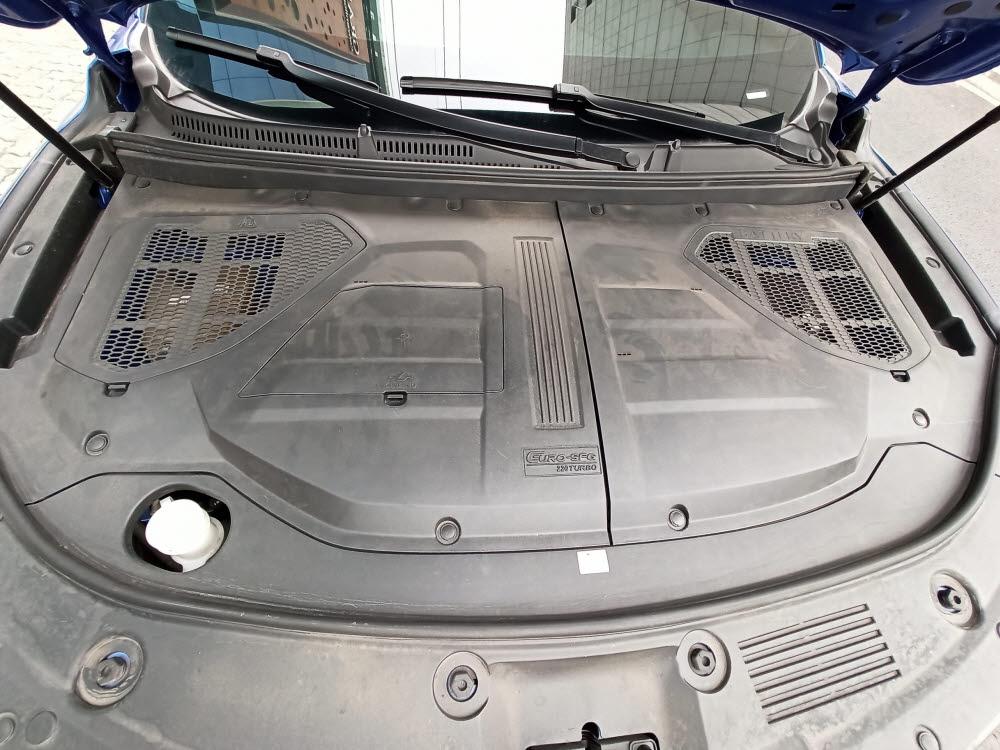 펜곤 ix5 엔진룸에 적용된 커버