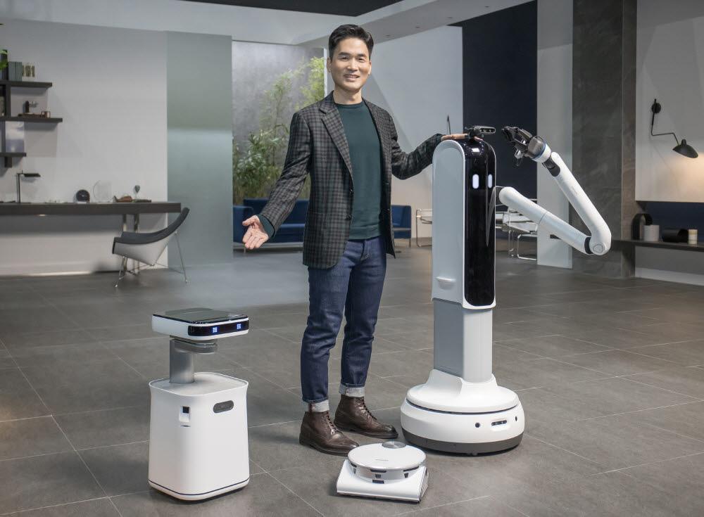 지난 1월 온라인으로 개최한 CES 2021에서 승현준 삼성리서치 연구소장 사장이 제트봇AI를 포함한 로봇 제품을 소개하고 있다.