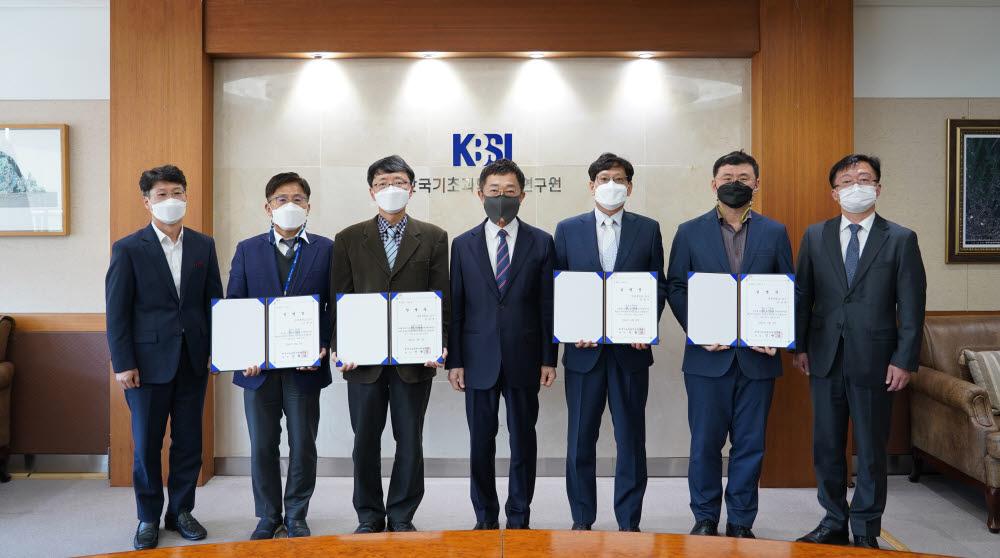 한국기초과학지원연구원은 핵심연구지원센터 협의회를 구성, 하준석 전남대 센터장을 협의회장에 임명했다. 사진출처=한국기초과학지원연구원
