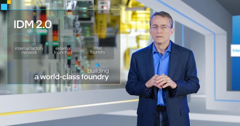 팻 겔싱어 인텔 CEO가 인텔 파운드리 진출을 설명하고 있다. <사진=인텔>