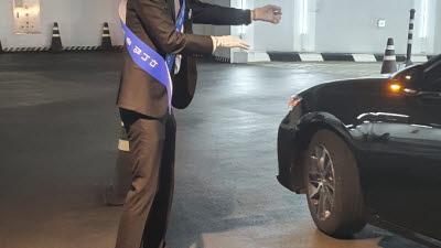 AR 스마트글라스로 발열체크...현대백화점 압구정 본점에 설치