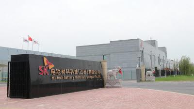 {htmlspecialchars(SKIET, 中 전기차용 분리막 공장 상업생산 돌입)}
