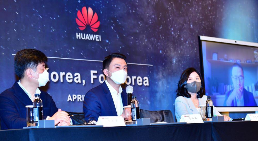 왼쪽부터)이준호 CSO, 쑨루위안 한국화웨이 지사장, 임연하 부사장, 칼 송 화웨이 대외협력 및 커뮤니케이션 사장(온라인)