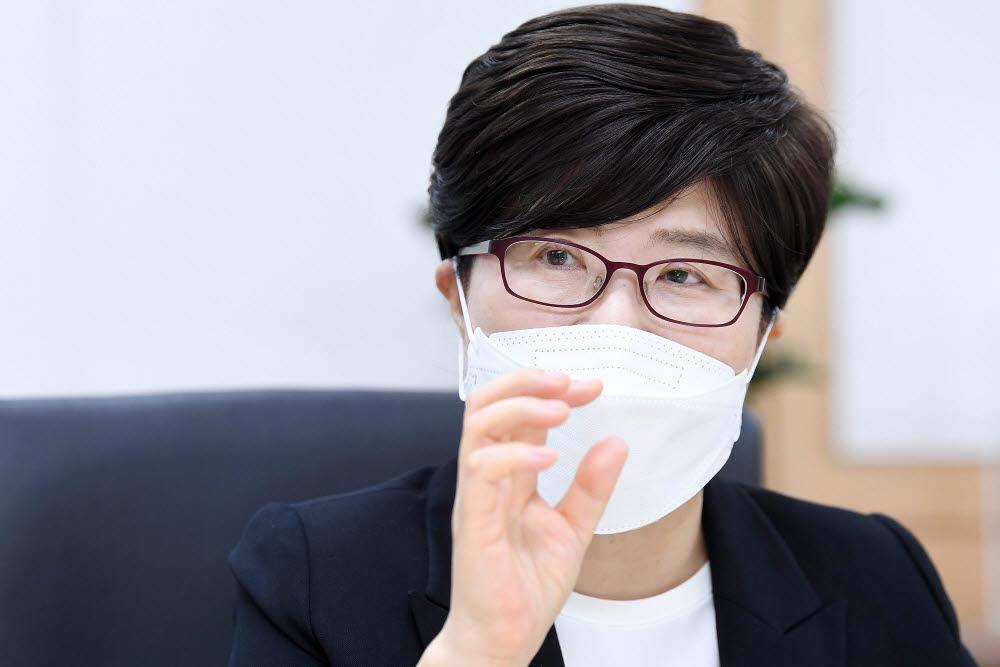 """[데스크가 만났습니다]김진숙 도로공사 사장 """"코로나 위기를 신사업 개척 기회로"""""""