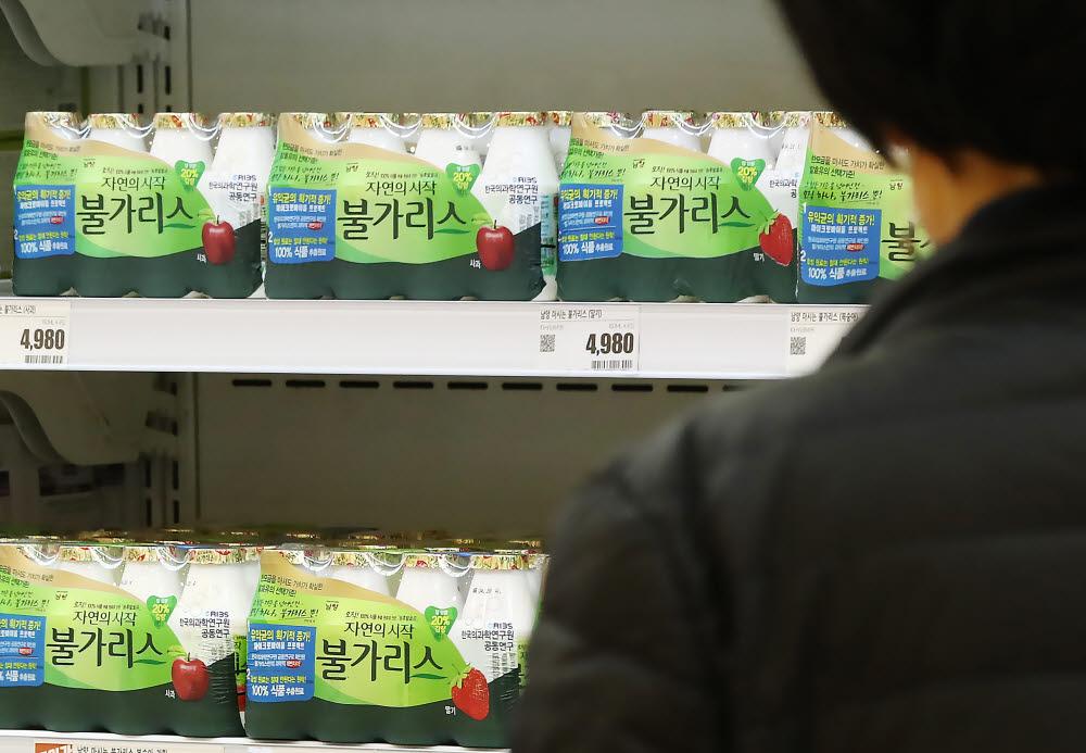 서울 시내 한 대형마트에 판매 중인 남양유업 불가리스/사진=연합