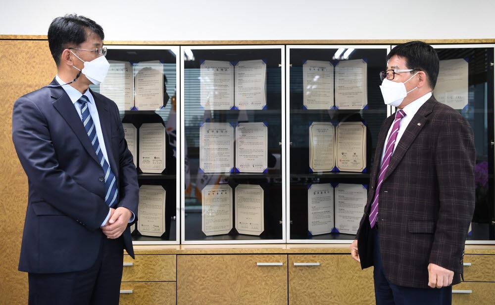 """[데스크가 만났습니다] 강창선 한국정보통신공사협회장 """"대기업 참여제한 등 숙제 반드시 매듭"""""""