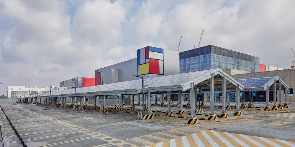 삼성전자 평택 반도체 공장에 설치된 태양광 패널. <사진=삼성전자>