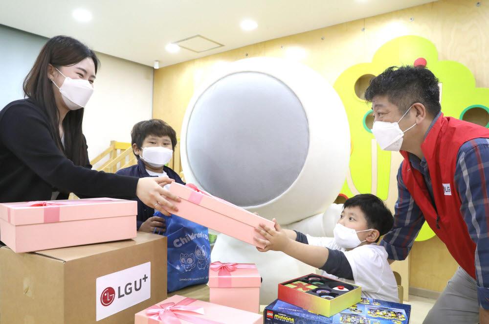 LG유플러스, 소아암 환아에게 어린이날 선물 나눔