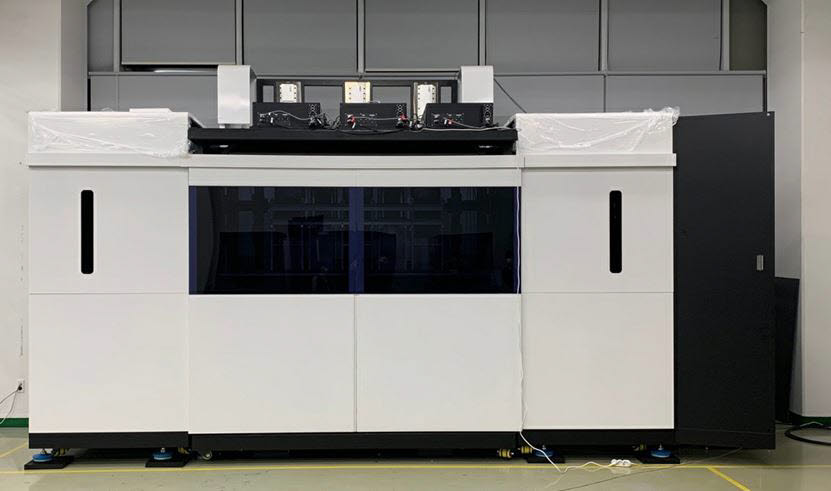 링크솔루션이 개발한 2.3m급 고속 SLA 3D프린터 모습.