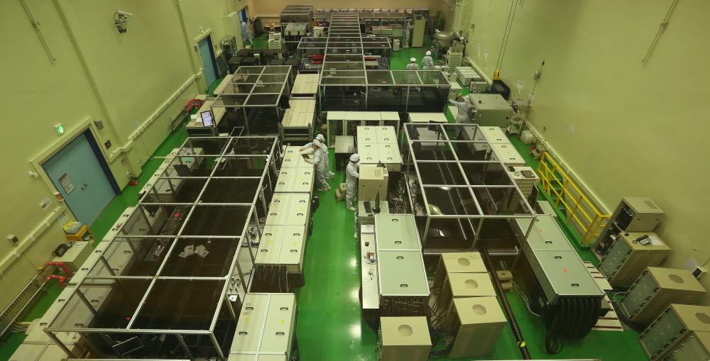 GIST 고등광기술연구소 초강력레이저실 연구개발 모습.