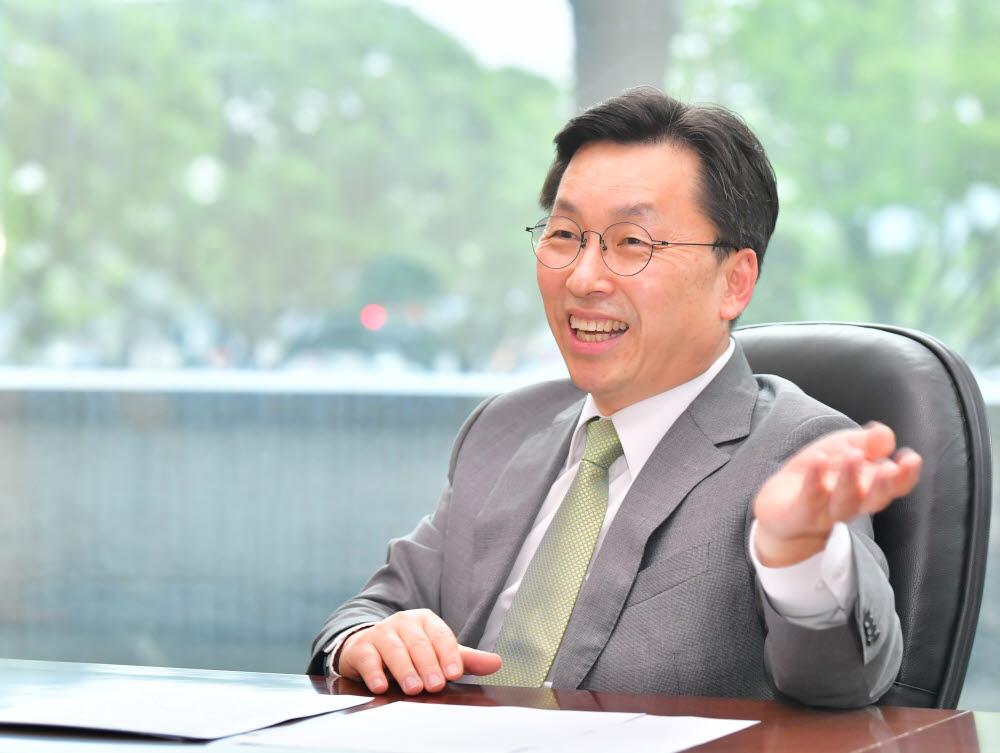"""[데스크가 만났습니다]강동석 국가정보자원관리원장 """"지능형 클라우드 서비스 전문기관으로 디지털 정부 선도"""""""