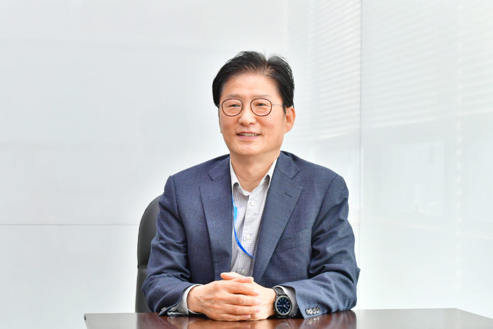 김갑산 이즈파크 대표