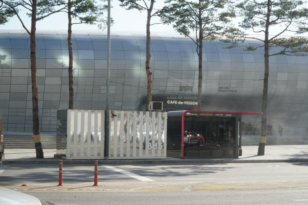 동대문에 설치된 미세먼지 제로 버스정류장