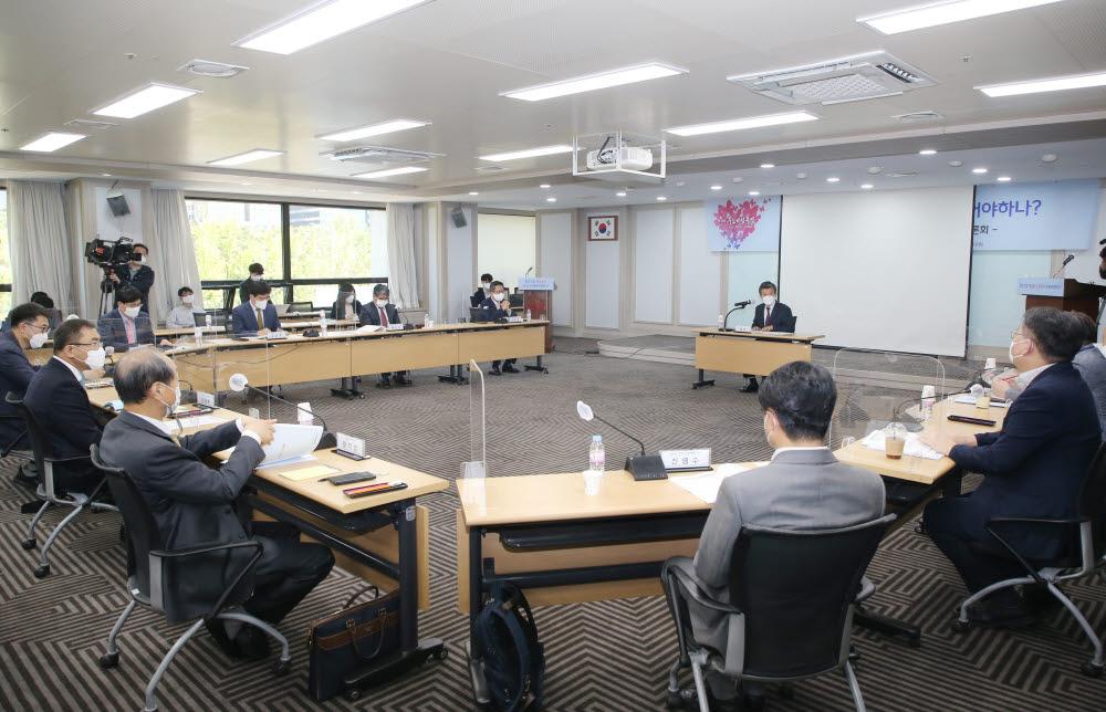 12일 서울 여의도 중소기업중앙회에서 중소기업 제값받기, 무엇이 바뀌어야하나?를 주제로 토론회가 열렸다.