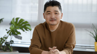{htmlspecialchars('재산 절반 기부 약속' 카카오 김범수, '브라이언임팩트' 재단 설립 추진)}