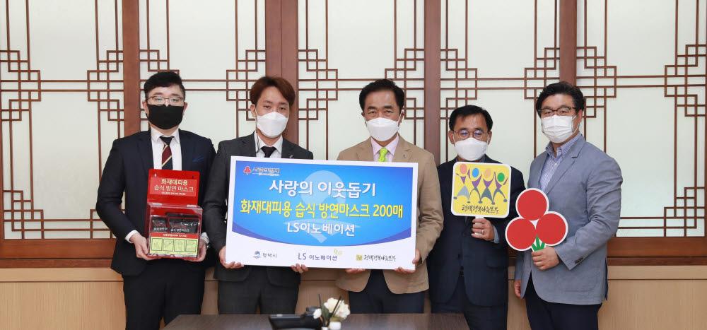 왼쪽 두 번째부터 윤효진 엘에스이노베이션 대표, 성백연 평택시장, 김대연 과장.