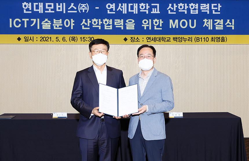 (사진 왼쪽부터) 정수경 현대모비스 주식회사 부사장, 이충용 연세대 연구처장산학협력단장