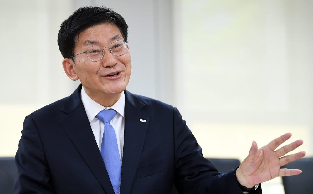 """[데스크가 만났습니다]정동희 한국전력거래소 이사장 """"탄소중립시대, 미래지향적 전문가 조직으로 바꿀 것"""""""