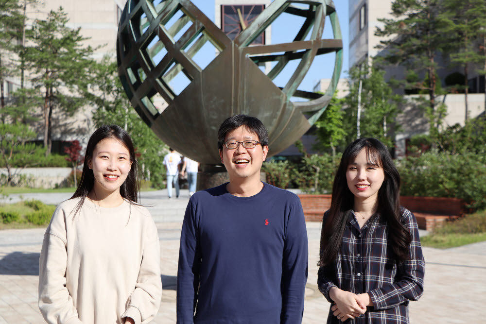 왼쪽부터 김민경 씨, 노준석 교수, 소순애 씨.