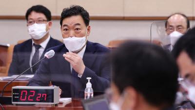 답변하는 김오수 검찰총장 후보자