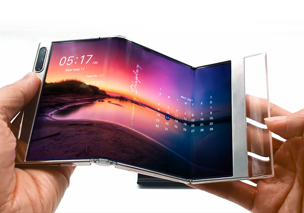 삼성디스플레이의 S폴더블 디스플레이. OLED는 유연해 접을 수 있는 폴더블 디스플레이를 구현할 수 있다.<사진=삼성디스플레이>