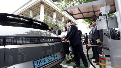 국회 전기차 충전소 2배 증설, 2022년 51기까지 확충 계획