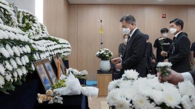 문 대통령, 공군 성추행 피해 부사관 추모소 조문
