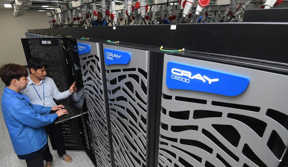 한국과학기술정보연구원(KISTI)에 위치한 국가슈퍼컴퓨터 5호기 누리온. 대전= 이동근기자 foto@etnews.com