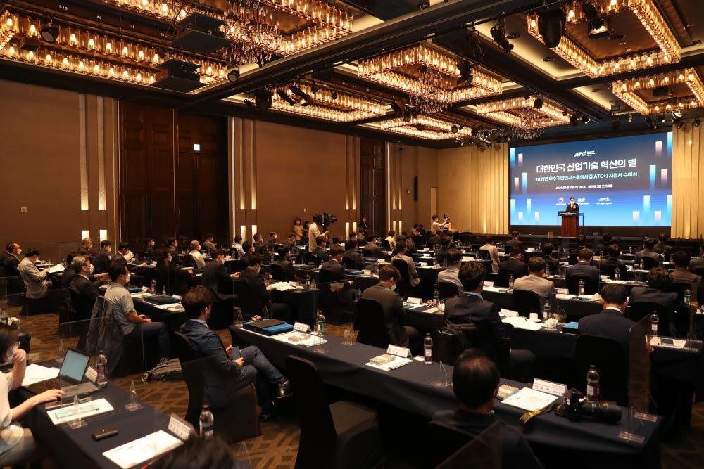 올해 ATC+ 지정서 수여식이 9일 서울 양재 엘타워에서 열렸다. 박진규 산업통상자원부 차관과 45개 중소·중견기업 관계자들이 참석했다.