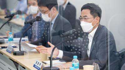 용홍택 차관, 해외인재 유치 활성화 간담회 주재