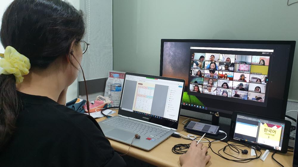 비상교육과 태국 한국교육원이 지난해 6월 태국의 한국어 교사 150여 명을 대상으로 한국어 원격 교육 솔루션을 활용한 교사 연수를 진행했다.